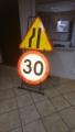 Składany stojak do znaków drogowych